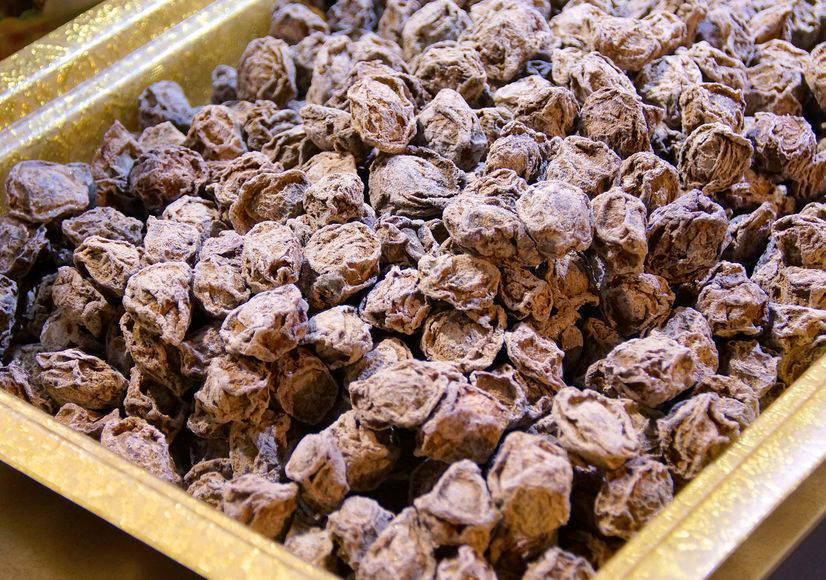 台湾の夜市で見た乾燥梅菓子 話梅